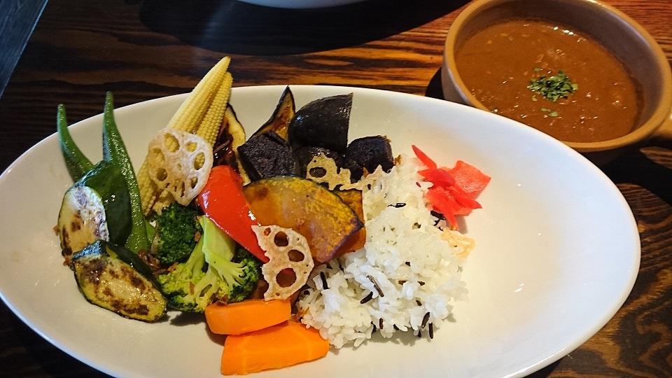 籠女(一日分量の野菜が摂れるカレー)